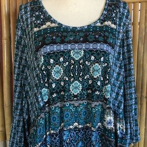 Woman's Plus Blue Floral Long Sleeve Top 30/32W